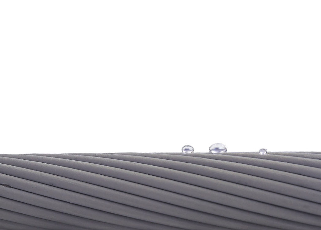 Anti-ice conductor super hydrophobic surface